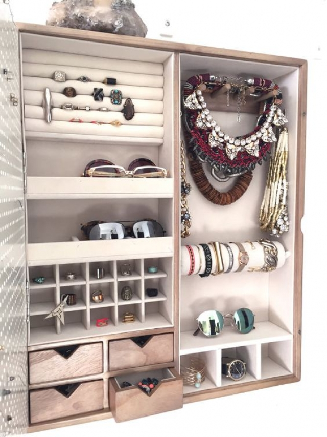 Cabinet for jewelry and small accessories storage, with hangers, rack and even small drawers.