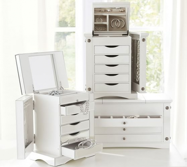 Ultimate jewelry box set of three, comes with a great amount of drawers, hangers and storage boxes.