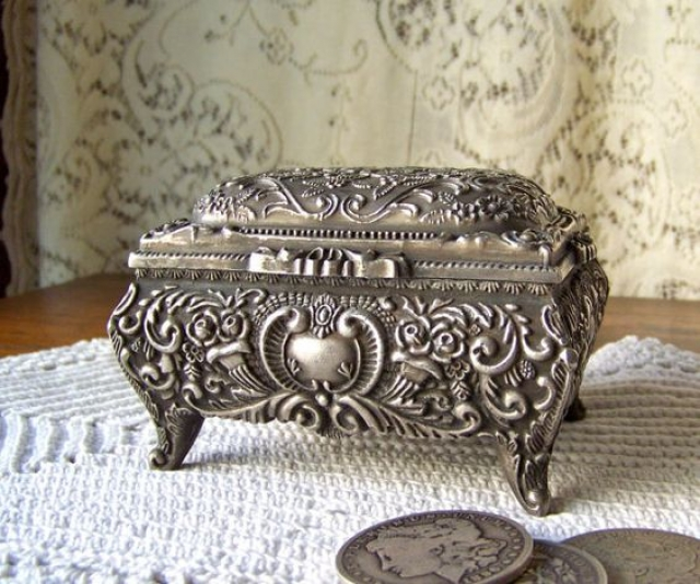 Vintage jewelry box and trinket box with silver finish. Gorgeous and ideal for antique lovers.