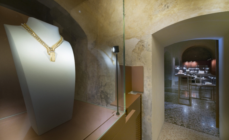 Absorbing close-up on a gold encrusted diamond neck piece seen exposed at the Vicenzas Museo del Gioiello.