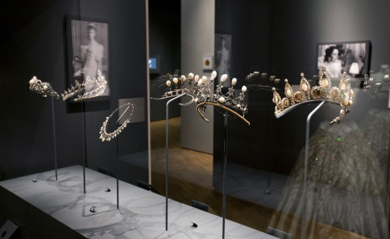 Vintage elegant head jewel pieces exhibition at the Victoria and Albert Museum in London.