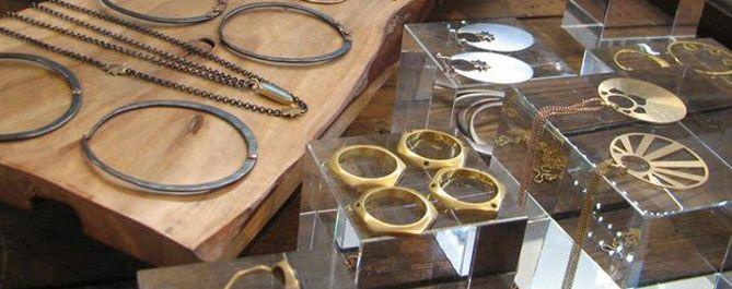 Styles & Types of Jewelry Displays