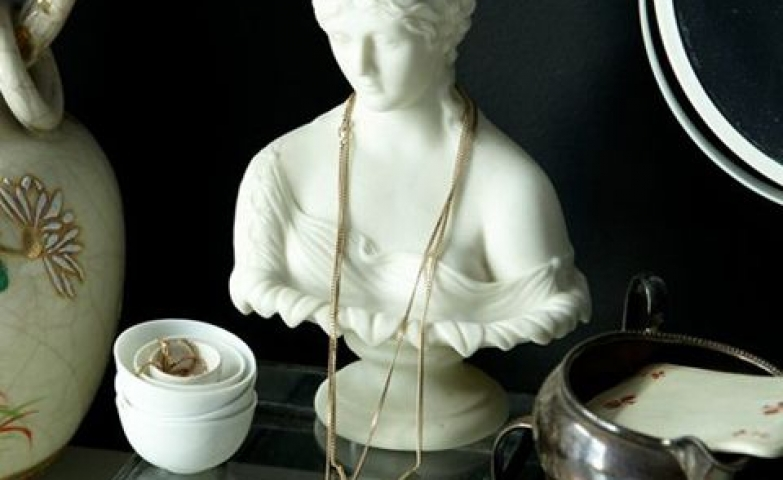 White female bust with a delicate look perfect for those delicate gold chains