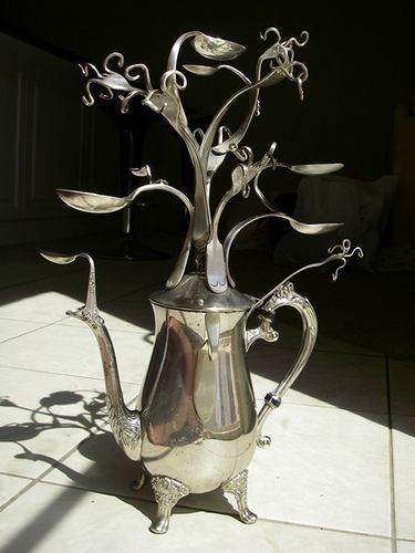 Cool jewelry display made from a silver teapot and forget cutlery. Be careful though if you want to try and make it yourself, safety first.