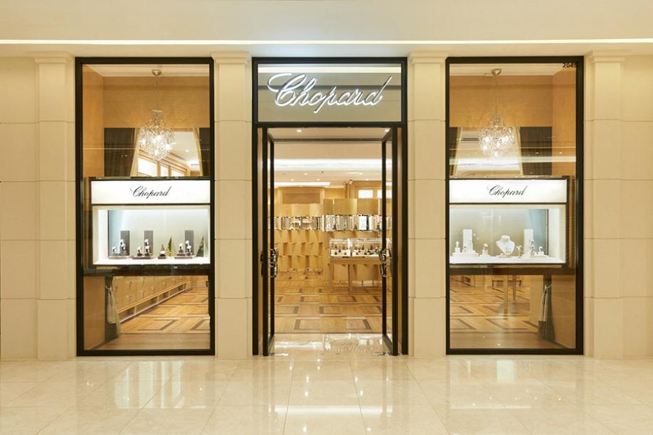 Fine luxury storefront from Chopard as it arrives in Hong Kong. Massive glass displays with glass boxes and a open door entrance.