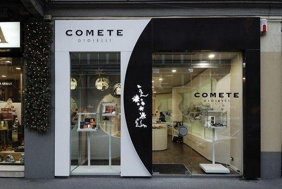 Comete Jewelry Shop plays with black and white, square and round shape contrast. It shows more through the glass walls rather than its display, but accomplishes its goal of standing out perfectly.