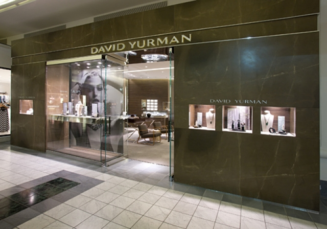 David Yurman Jewelry store front in Nashville went for a glass and brown marble design, with a lavish model in one of the displays.
