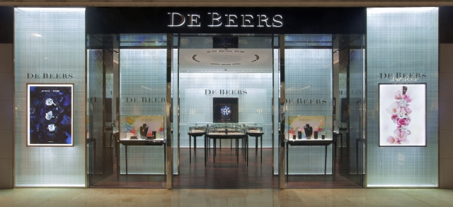 De Beers Diamond Jewellers have a very symmetric store front, with blue background and discrete displays, also a very big, inviting entrance, seen in Nanjing, China.