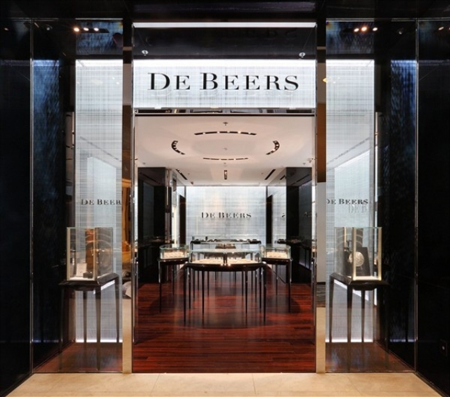 De Beers really have a thing for symmetry and big entrances. This store in Hong Kong is quite remarkable and very eye-catching.