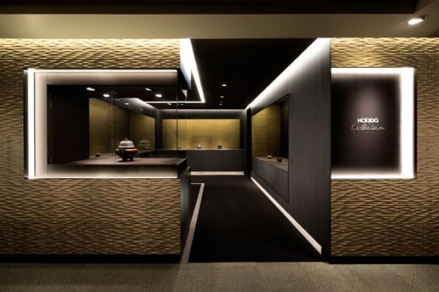 Shotaro Sanada made an incredible design for the Hoeido Chawan Store, in Tokyo. Minimalist, dark colors, bright lights and a no door entrance. Mesmerizing!