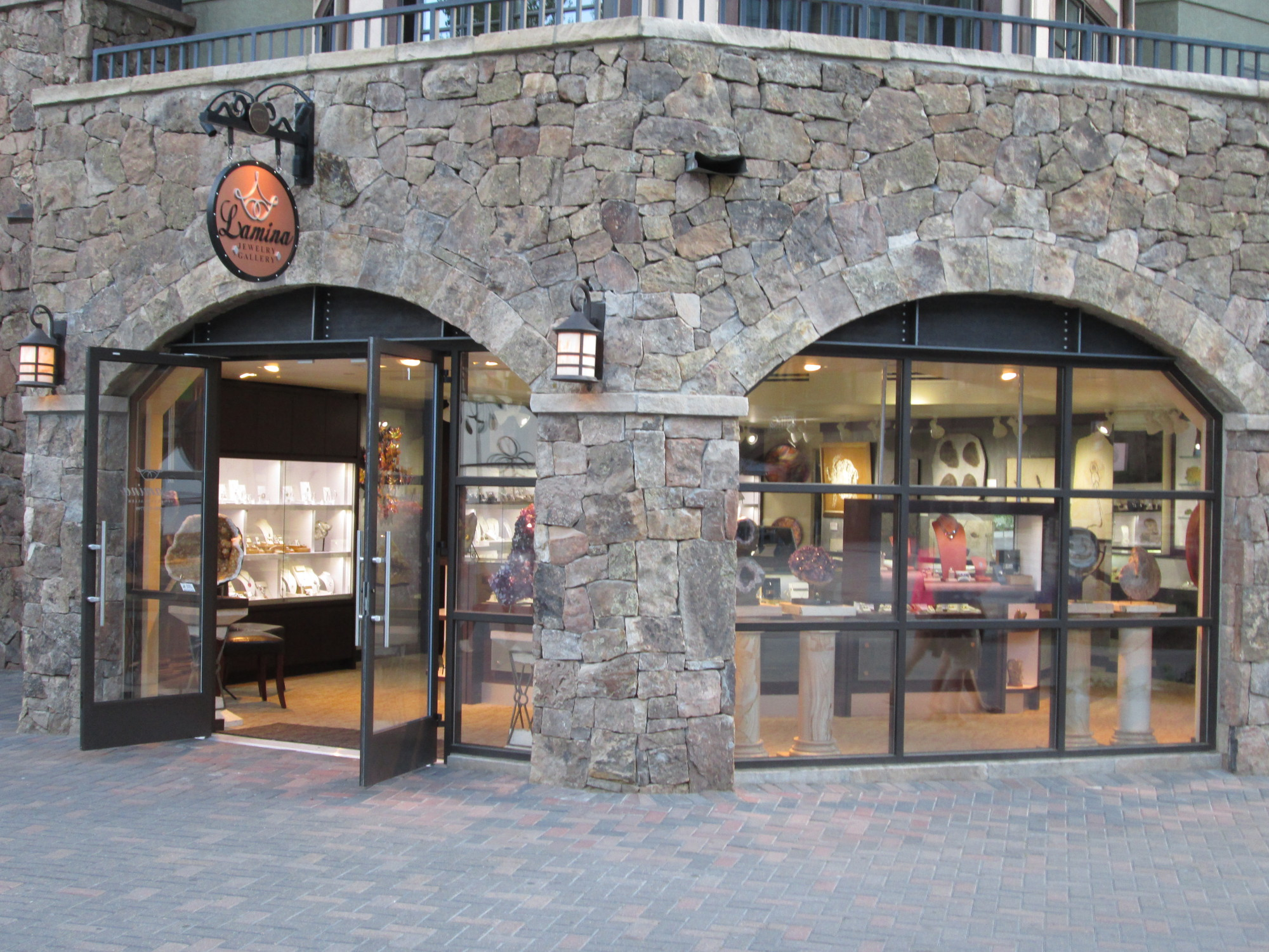 The stone exterior of the Lamina Vail's Premium Jewelry Store gives it so much personality, also they went for very wide windows, so that you can peek on what's inside.