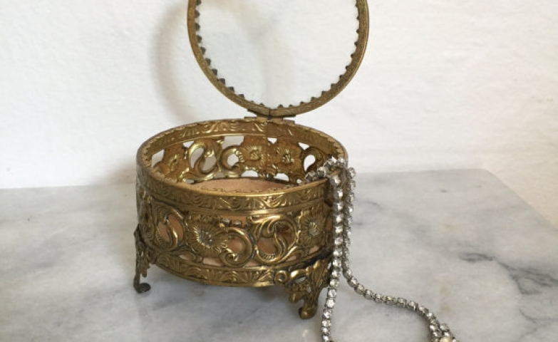 This jewelry casket is a vintage footed jewelry box, small and elegant for storing vintage jewels.