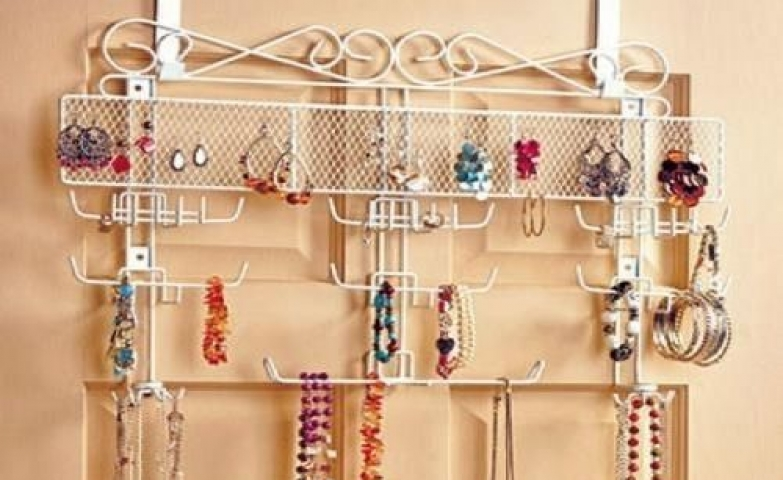 This jewelry valet display is a hanger stand organizer which you can mount over the door wall. It a great way to hang your earrings, bracelets and necklaces.