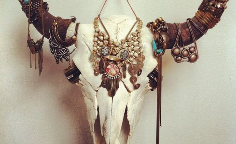 Desert animal skull design for a western jewelry display, perfect necklace and bracelet holder