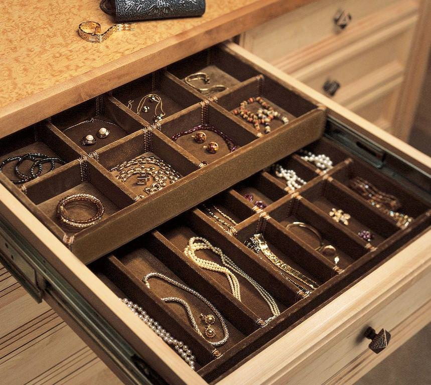An elegant and discrete way to store your jewelry is with a jewelry drawer organizer. With different sized boxes, it comes in handy for any piece.
