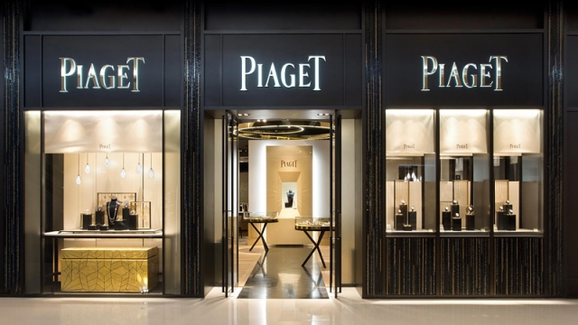 The Piaget store front is remarkably imposing and elegant, as to attract all the luxury seeking eyes passing by