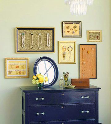 Take some frames, a soft board and a few cute hangers and you've got yourself jewlery frames were you can store your favorite pieces.