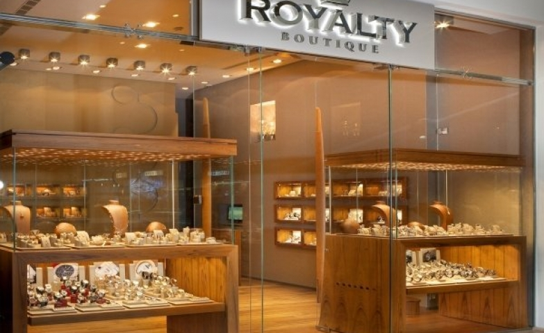 Lots of wood and lots of glass, this is basically the idea behind the design of the Royalty Jewelry Store. Also, abundant merchandise display is a great idea in this case.