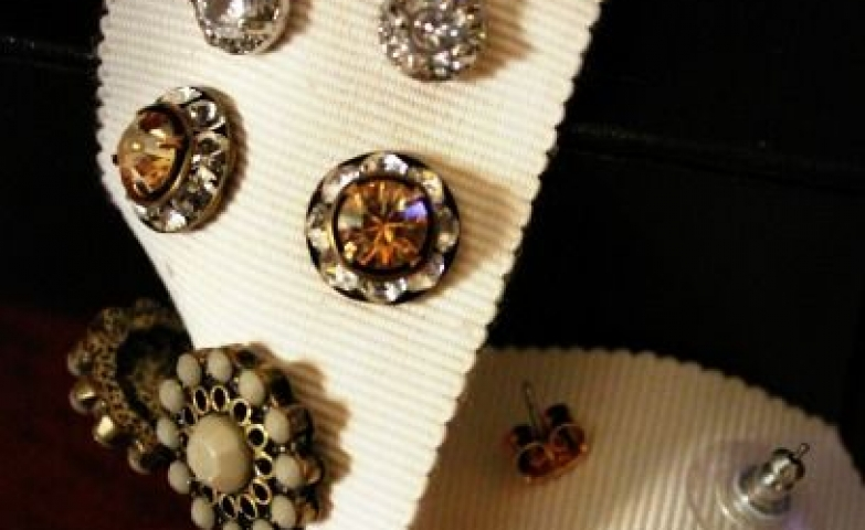 So cool to organize your stud earrings on a piece of tape like fabric. Have you ever seen this before?