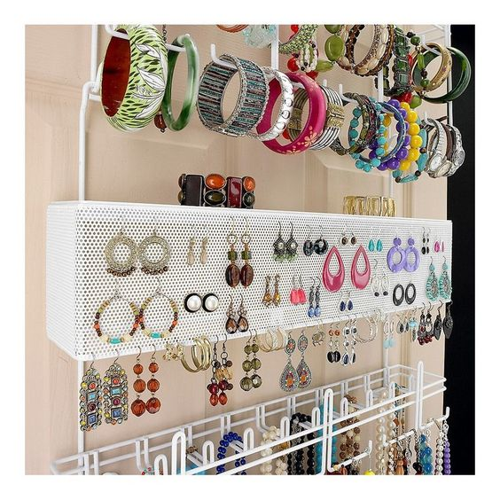The over the door jewelry organizer is a great way to always keep your jewels perfectly organized, being also a very complete storage solution.