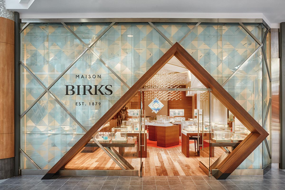 Amazing how mesmerizing the store front of Birks looks like in this photography, many geometric patterns, geometric entrance and minimal display of merchandise as to attract people to go inside and really be amazed.