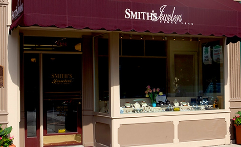 Smiths's Jewelers went for the classic approach, bright colors for the store front painting combined with a vivid violet. Also pretty fresh looking with all these flower pots.