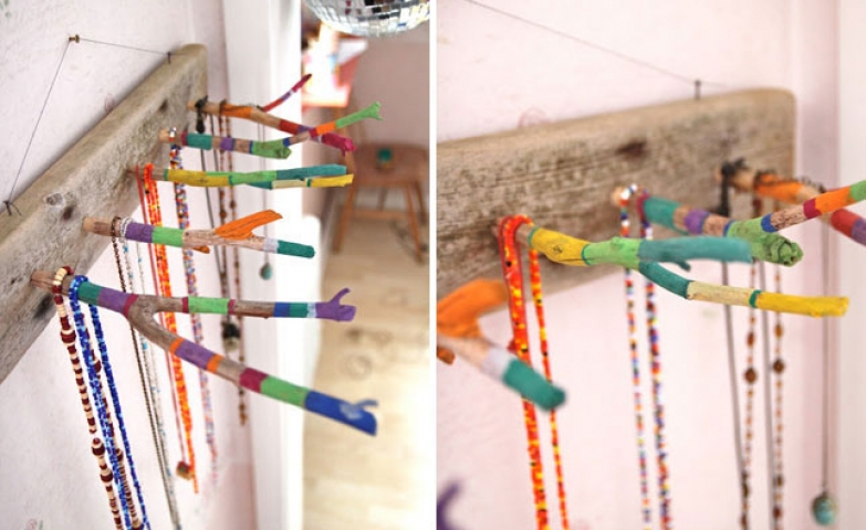 Feel more like doing it yourself? Get inspired by this rack made from a wooden rectangle and painted twigs used as hangers.