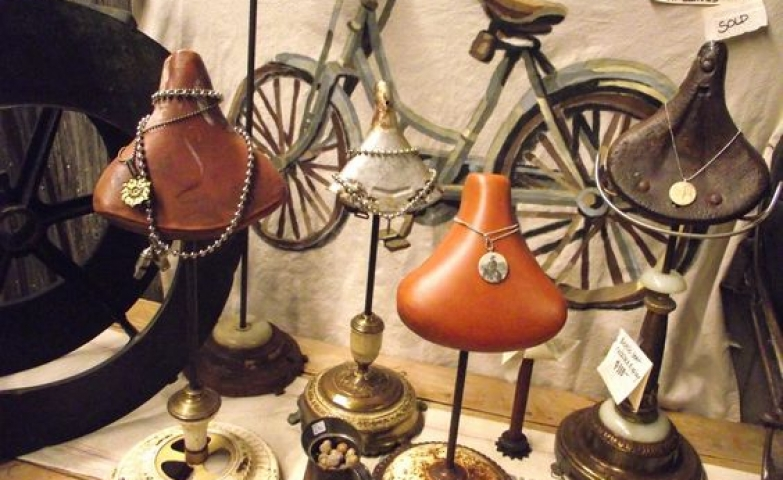 Vintage bicycle seats to store and display your jewelry in a creative unique way