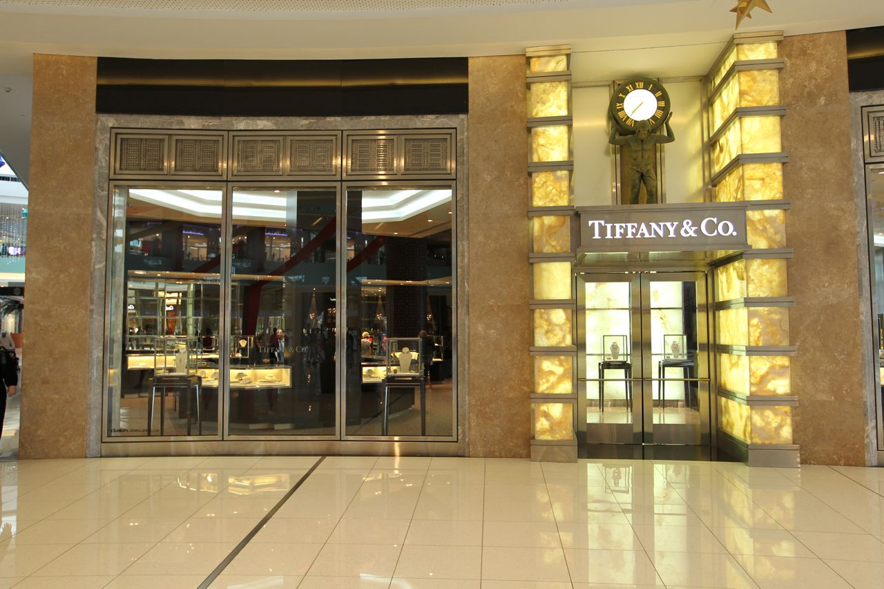 Tiffany & Co couldn't any less stunning, bright gold walls for the entrance, tall glass windows and a statue of a man holding a vintage watch.