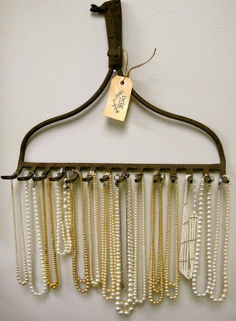 Who would have thought that a rake can be used as a jewelry display? Well, it serves the purpose quite well and it has a rustic vibe to it.
