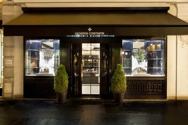 Stunning black combined with bright lights and a bit of green will make you turn to the Vacheron Constantins new Paris Boutique.