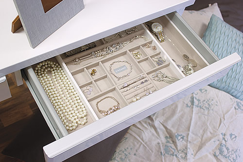Something more elegant from Stackers, an expandable in drawer jewellery box which is just perfect for organizing delicate pieces.