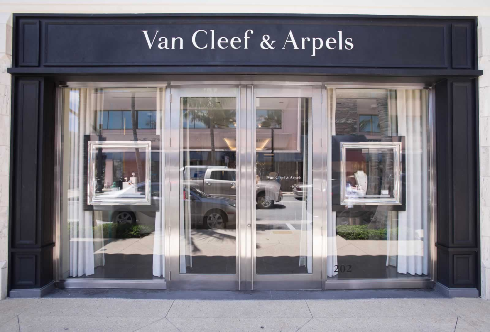 Black frame, white clear logo, tall glass windows and small box displays is what you see from Van Cleef & Arpels.