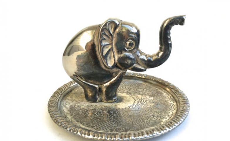 Vintage ring holder silver plated shaped as an elephant for a retro jewelry display
