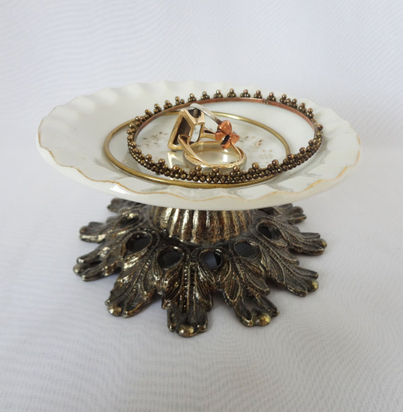 Vintage inspired ring holder, with a small plate for keeping different vintage bracelets or rings. Cute little jewelry stand.