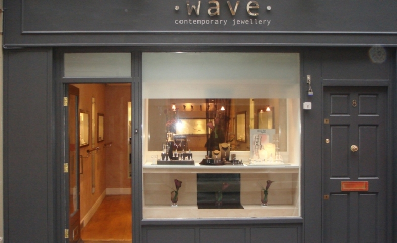 Wave Contemporary Jewellery keep it simple with the mate black front and a big curious glass display.