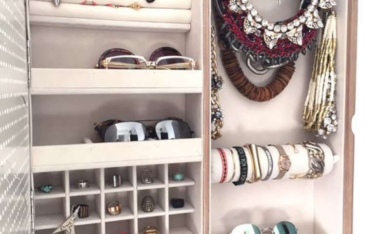 This is probably one of the most stylish wall mounted jewelry organizer photo frame that you will see, since it comes with many storage solutions for all kinds of accessories.