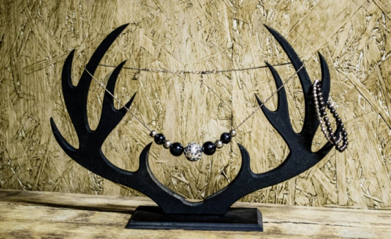 Deer horns shaped wooden jewelry organizer, can be used for necklace display, earring display stand and earring holder.