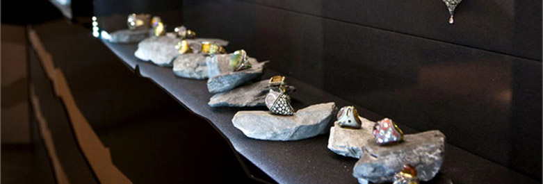 Lighted Jewelry Display Using Rocks As Display Props