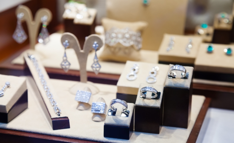 Small stands, hangers and cushions for diamond jewelry pieces and also some beautiful jewelry display ideas.
