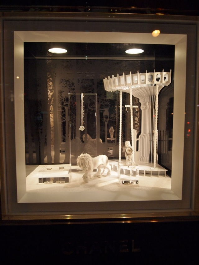 Tiffany & Co really have some of the best jewelry display ideas, they are always original but never go too far with the decoration.