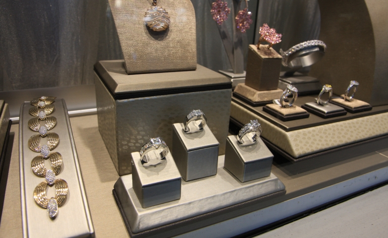 Elegant setting for a fine jewelry store visual merchandising display ideas.