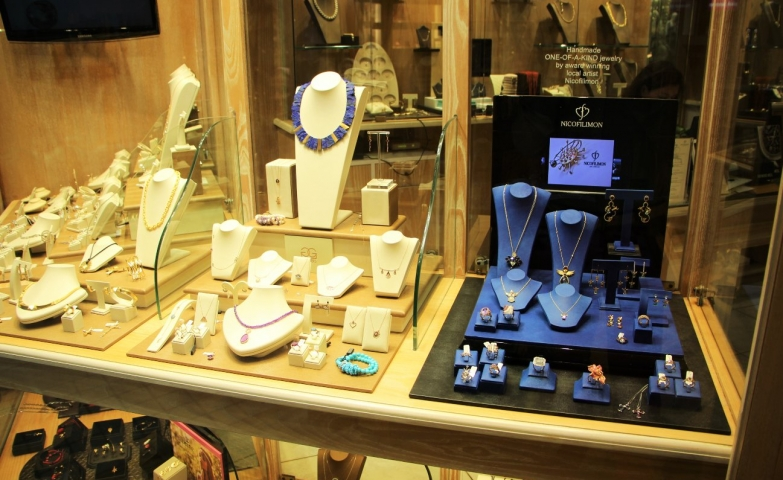 Different display settings for different jewelry collections, inspiration and ideas for jewelry display and merchandising.