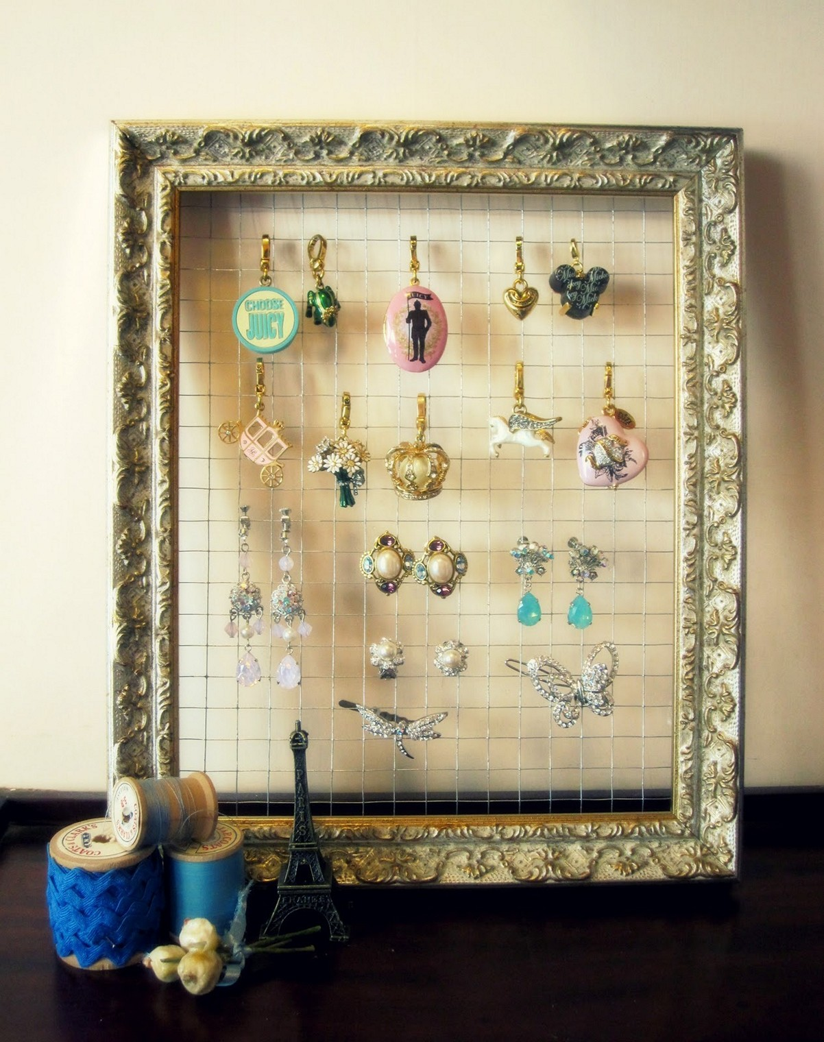 Interesting idea for a DIY jewelry holder using a picture frame and thin metal wire.