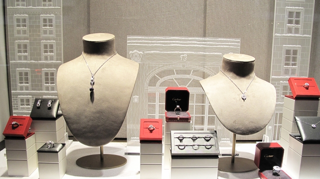 Christmas jewelry with a seasonal decoration and traditional white and red colors, nice ideas for jewelry display.