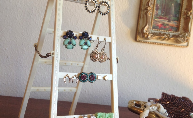 Get organized with this pretty jewelry display and storage ladder, which will hold many beautiful earrings.
