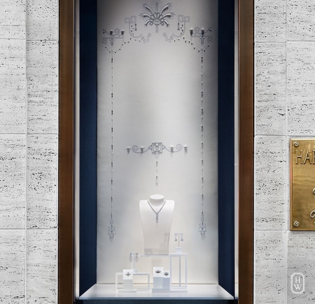 They put so much into the whole design and decoration of the window, and somehow manage to to not get the focus away from the displayed jewelry. Amazing jewelry display idea by Cartier.