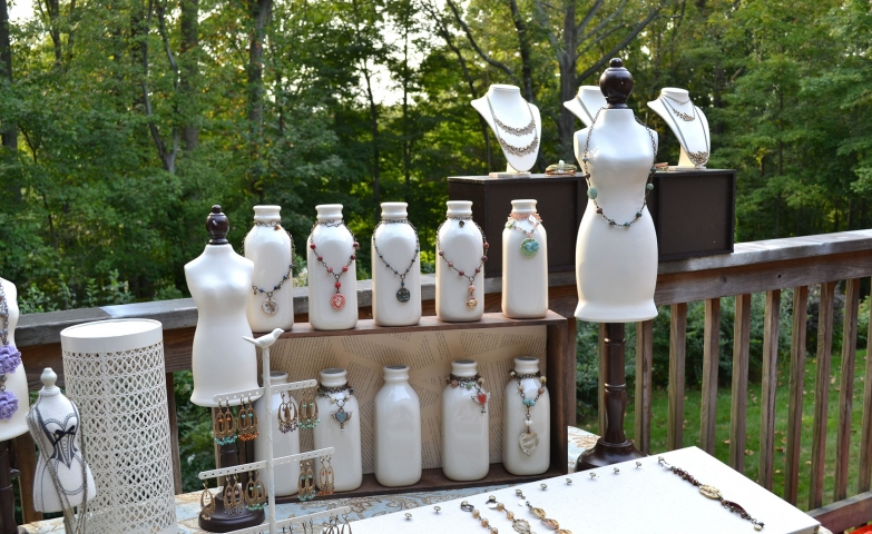 If you are looking for jewelry display and booth ideas for craft fairs and art festivals you may find inspiration in this setting made of white colored pieces fit for many different jewels.