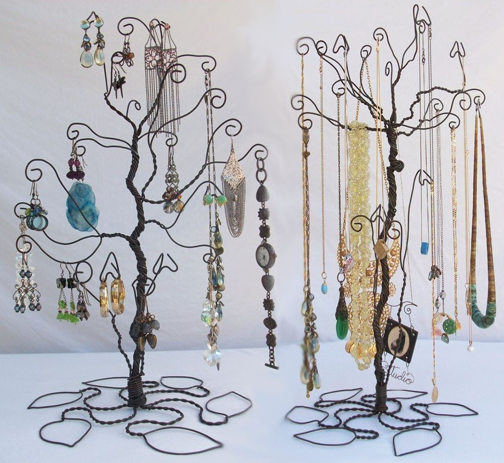 Trees made with black wire, a nice idea when it comes to jewelry display for craft shows organized in a unique way.