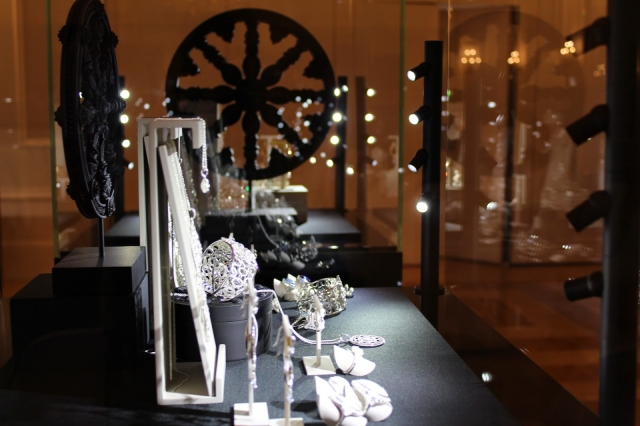 Jewelry display ideas for settings seen up close inside glass box displays with built-in lighting.